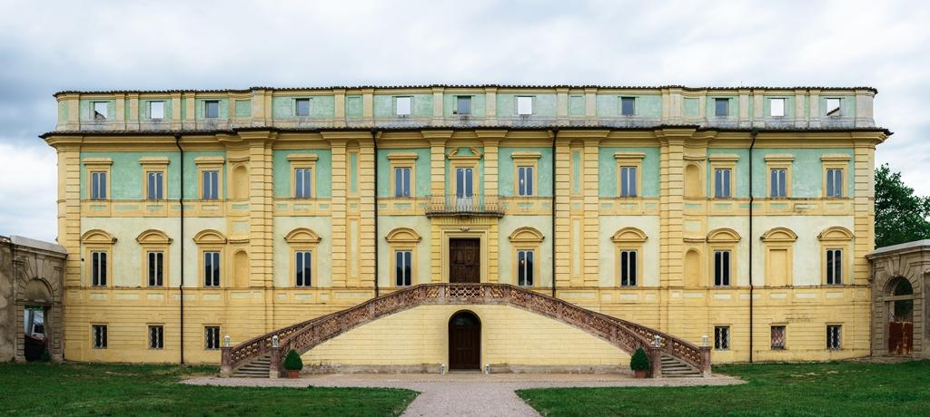 Facciata principale Villa del Boccaglione_Veduta dal parterre d'accesso